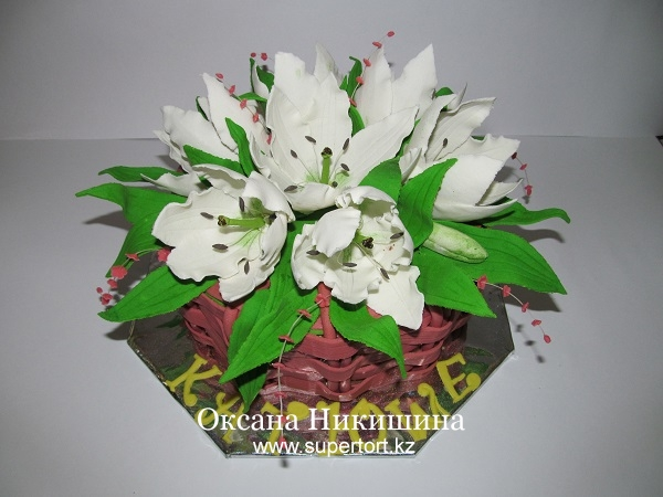 Торт Корзина белых лилий