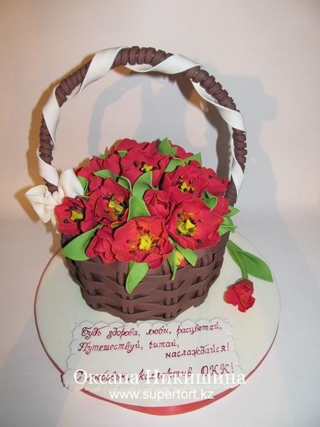 Торт Корзина алых тюльпанов