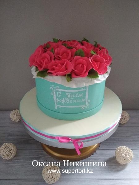 """Торт """"Розы в шляпной коробке"""""""