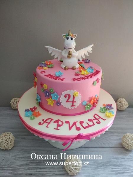 Торт «Единорожка поздравляет Аришу»